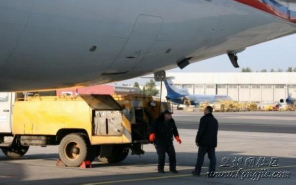 飞机上的粪便去哪了?
