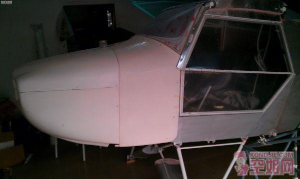 首都机场机务自制固定翼轻型飞机和直升机
